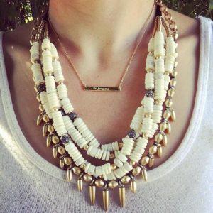 nomad stella dot necklace on neck | Hermosaz